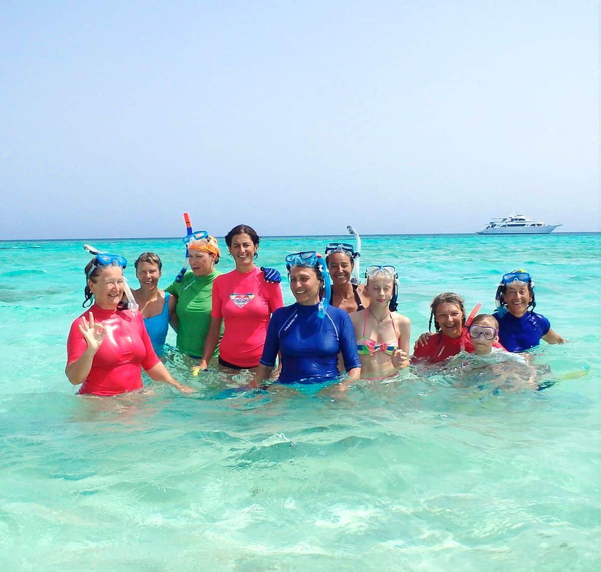 Nager avec des dauphins à Sataya Dolphinesse en petit groupe